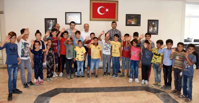 Yenişehir'de öğrencilere ücretsiz halı saha