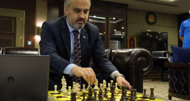 Online turnuvada ilk hamle Başkan Aktaş'tan